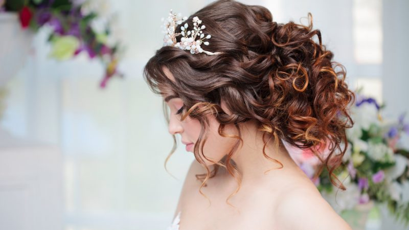 How to get a Professional Bridal Hair Stylist