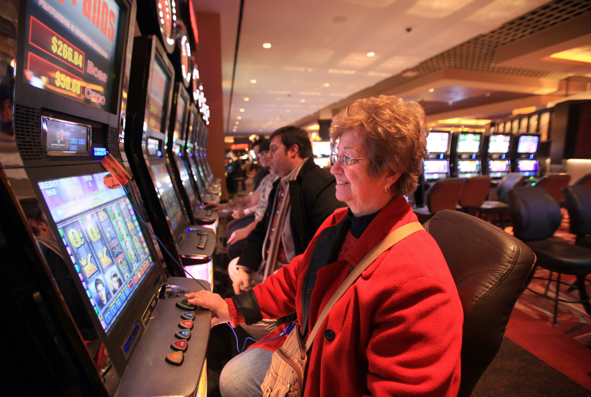 Get an additional source of income with online gambling slots!!