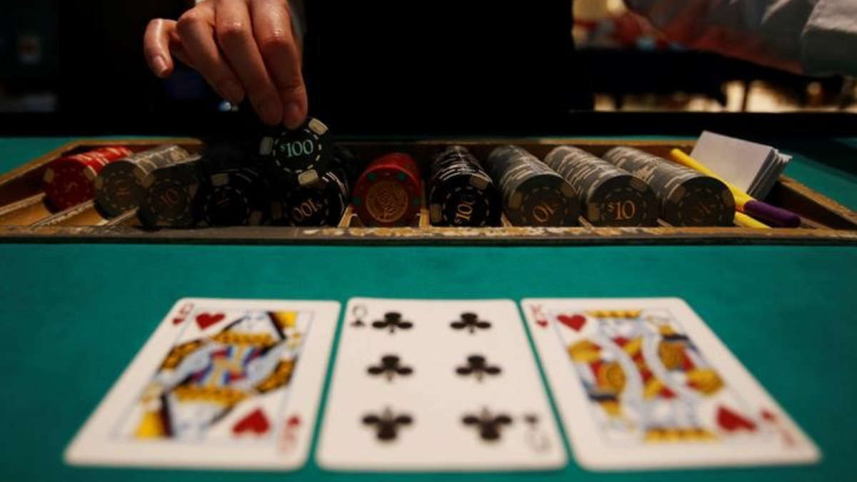 What is an online casino? Why do you need to choose it over a real casino? Read out the details here!